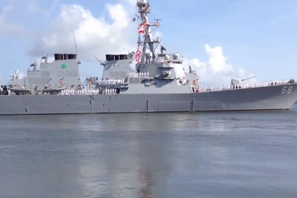 (VIDEO) ATRAKCIJA NA JADRANU: Moćni američki razarač sa 300 mornara pristao u barsku luku!