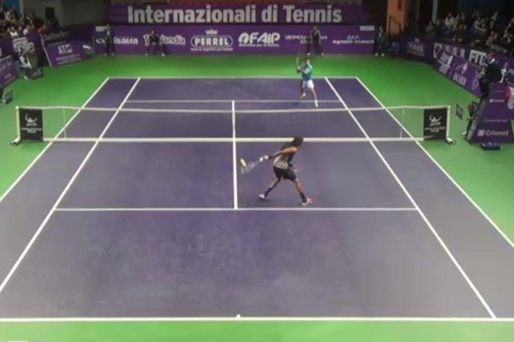 (VIDEO) NAKLON DO PODA MAJSTORE: Bolji volej u tenisu teško da ćete ikad videti!