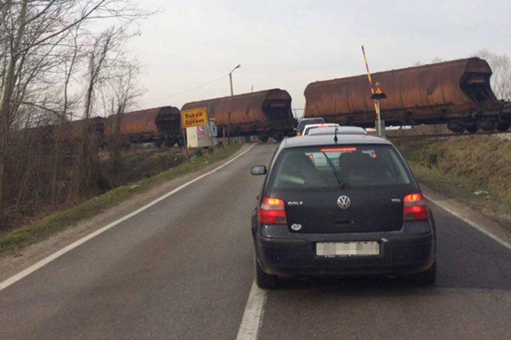 (FOTO) VOZ TUTNJI, A POGLEDAJTE RAMPU: Vozače kod Brčkog sam Bog čuva!