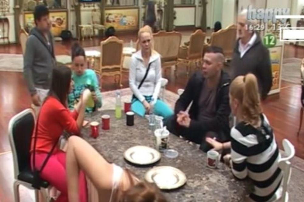 (VIDEO) BRENDON BESAN NA VODITELJKU PAROVA: Ona me sabotira jer joj se ne dopadam!