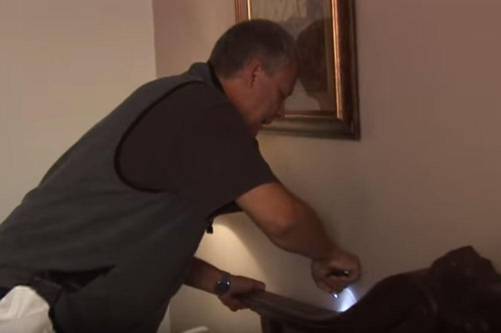 (VIDEO) SVAKI PUT KADA ODE U HOTEL, ON URADI OVO U SOBI: Verujte, spasiće vas glavobolje svaki put!