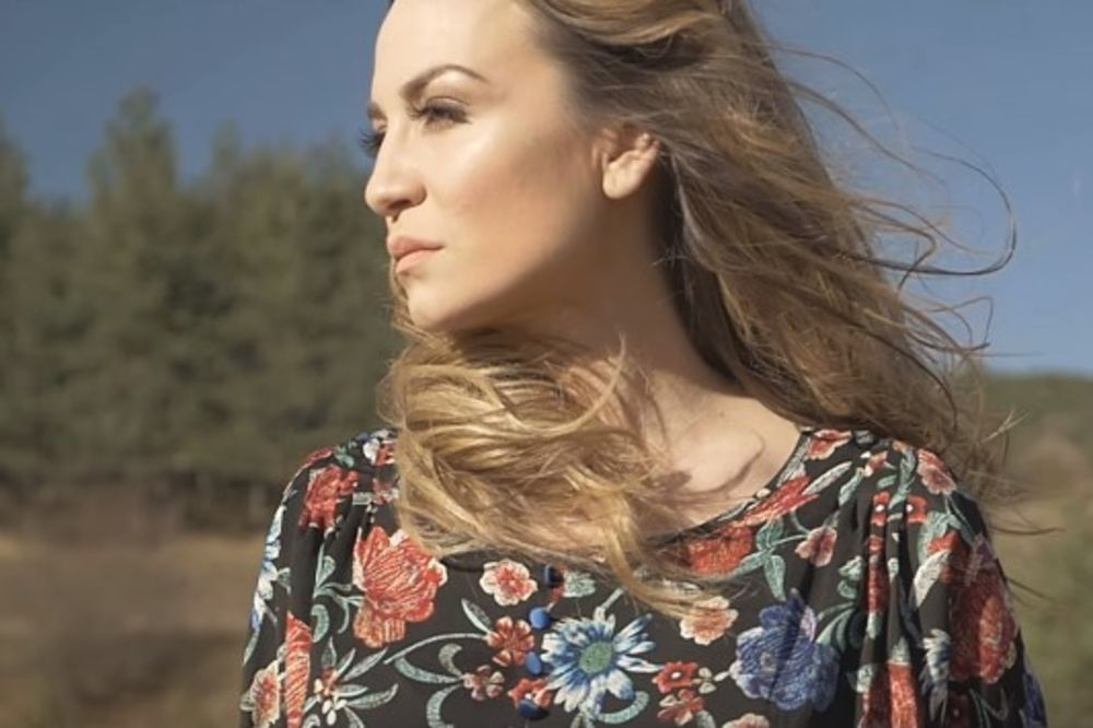 (VIDEO) SPOT KOJI NIKOGA NE OSTAVLJA RAVNODUŠNIM: Jelena Tomašević predstavila novu pesmu