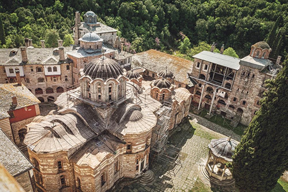 7 priča o neobičnim srpskim manastirima