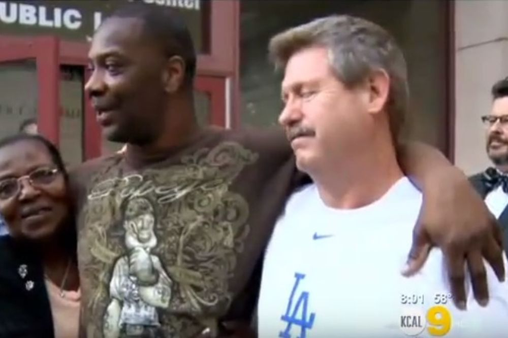 (VIDEO) NIKAD NIJE KASNO ZA PRAVDU: Proveo 34 godine nevin u zatvoru, pa dobio milione za utehu