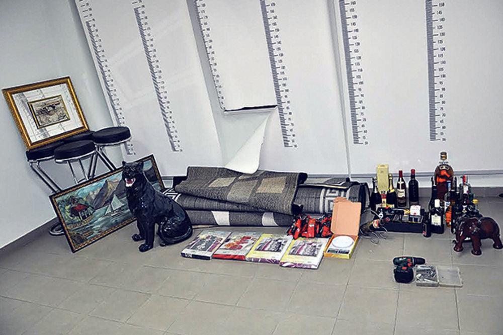 PROVALJIVALI PO KRALJEVU I OKOLINI: Iz kuća ukrali stotinu predmeta!