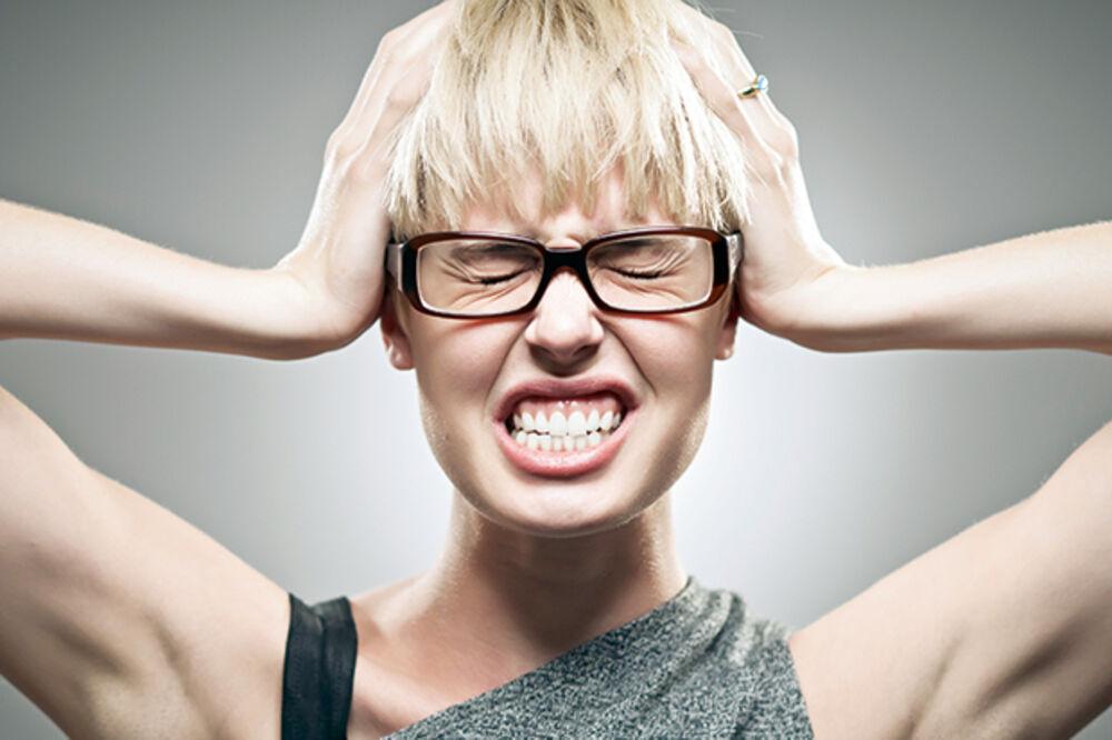 Glava, glavobolja, migrena foto Shutterstock