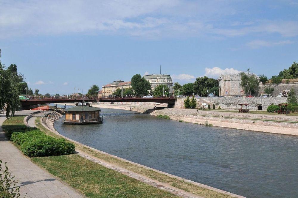 NIŠKI POLICAJAC HEROJ: Spasao staricu iz Nišave, zgrabio je i izvukao iz reke