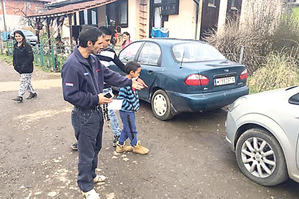 Upozoravao Ivana da se ne igra benzinom... Otac Gane pokazuje gde mu je sin nastradao