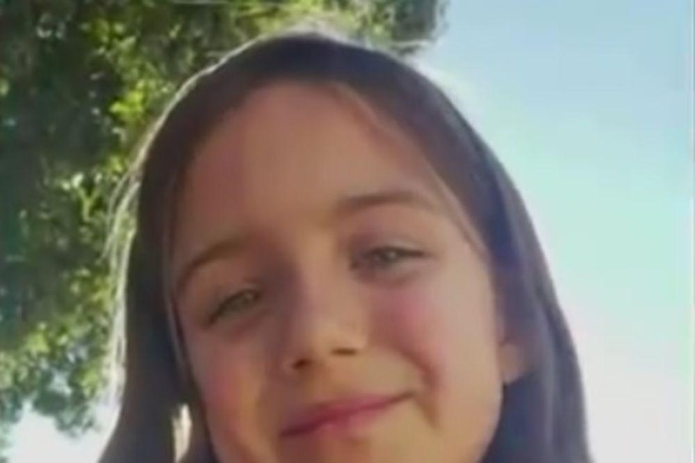 (VIDEO) ZAPLAKAĆETE OD OVE PRIČE: Devojčica skočila pred auto da bi spasila dve male drugarice