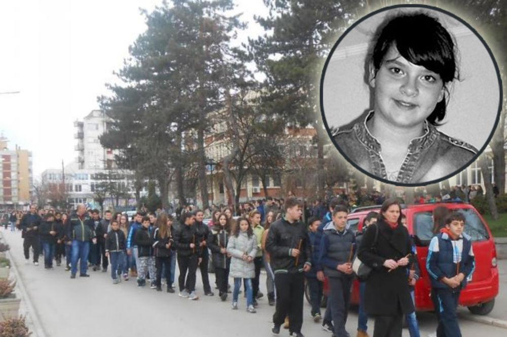 RODITELJI JE ČEKALI 17 GODINA, POGINULA NA PEŠAČKOM: Protest đaka u Blacu zbog gaženja Nade (12)