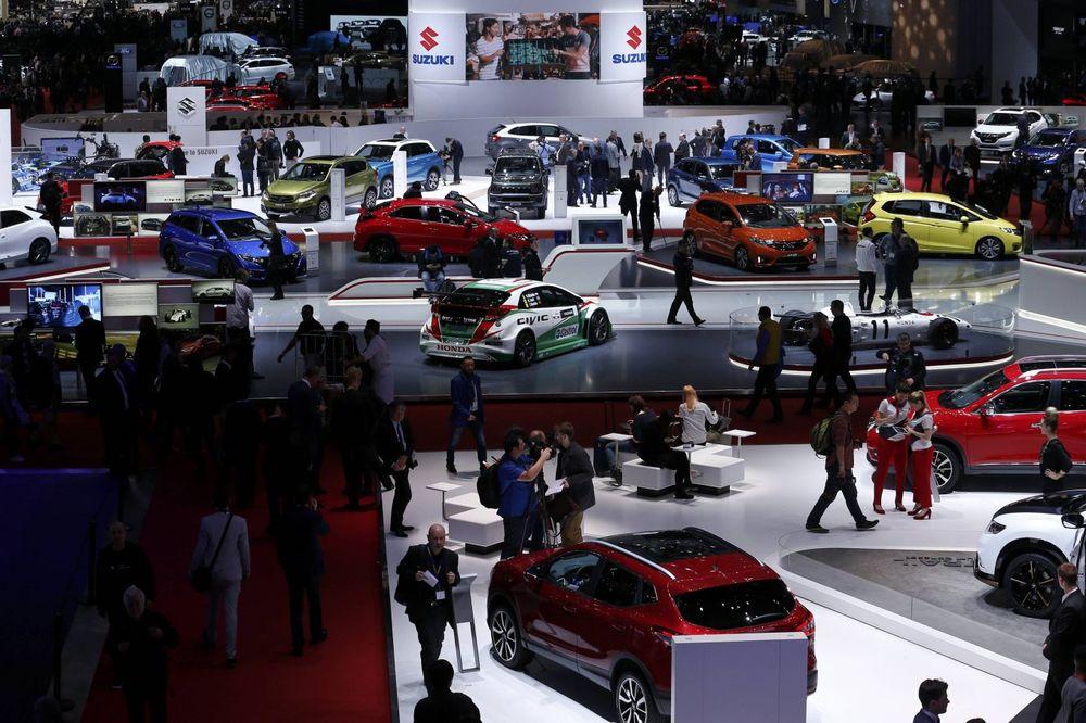 (FOTO) PRAZNIK ZA MUŠKE OČI: Provirite! Evo šta će moći da se vidi na Salonu automobila u Ženevi