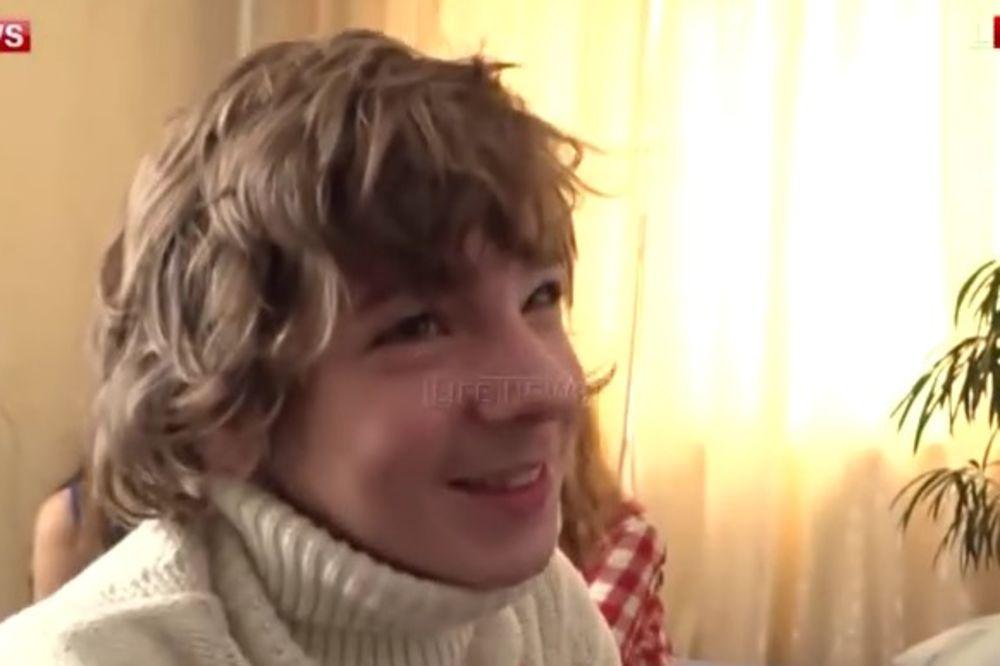 (VIDEO) DEČAK (16) OSVOJIO PORNO GLUMICU: A tata mu sad želi da potroši nagradu!
