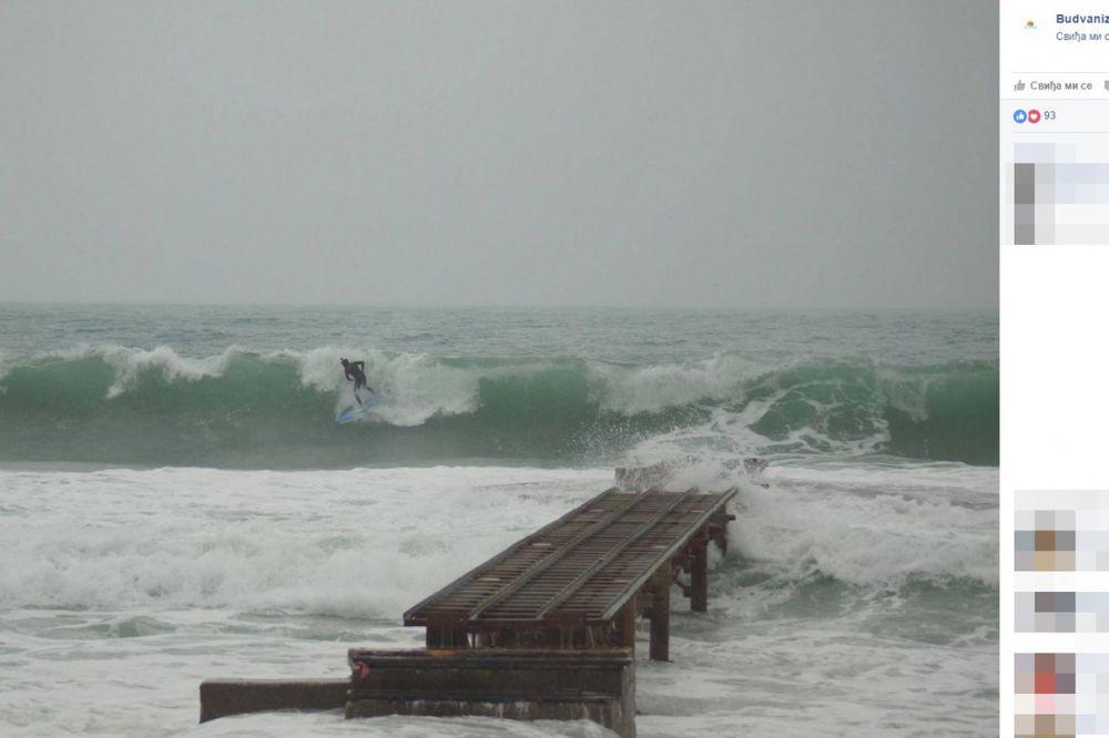 (FOTO) ATRAKCIJA U BUDVI: Dok talasi besne, ovaj mladić surfuje