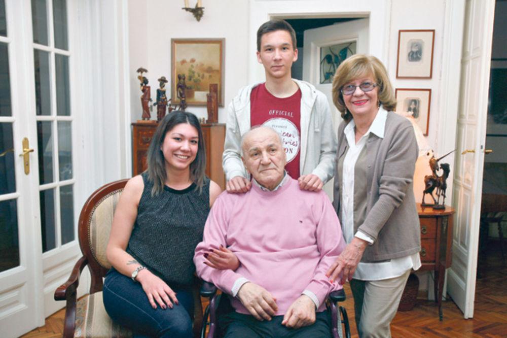 UNUKA BATE ŽIVOJINOVIĆA JAVILA SE KURIRU: Mnogo mu je bolje, uskoro ćemo svi biti zajedno