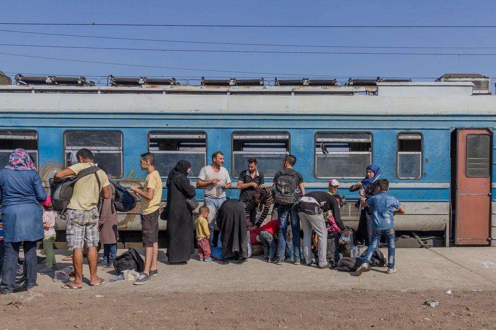 PRIGODAN PROGRAM U PREŠEVU: Migranti uz muziku čekaju rešenje svog statusa