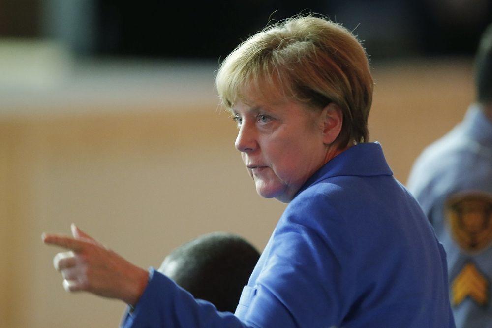NEMCI PLANIRAJU SLANJE VOJSKE BLIŽE RUSIJI: Merkelova bi da pojača NATO trupe na istoku