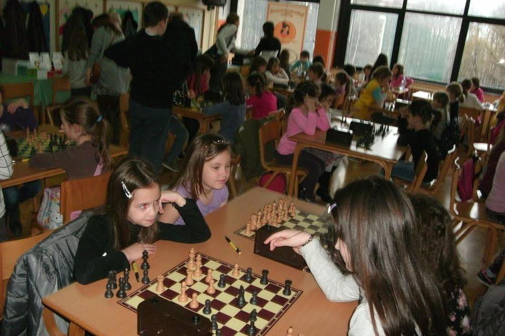 ODRŽAN TURNIR 64 DAMICE: Medalje i pehari za buduće šahovske šampionke