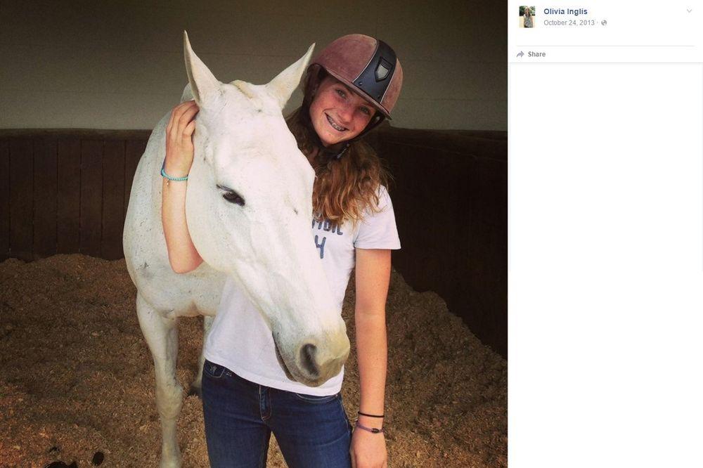 RODITELJI GLEDALI KAKO IM ĆERKA GINE: Na tinejdžerku pao konj tokom takmičenja