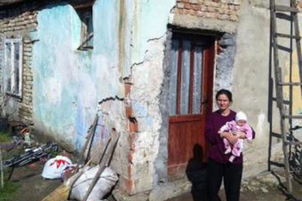 NEMAJU DA IZMIRE DUG: Isključena struja samohranoj majci iz Titela s osmoro dece