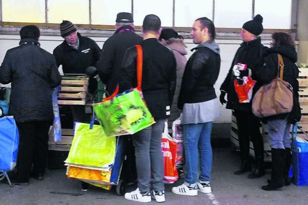 (FOTO) MALO IM OD VB 10.000 €: Blizanci Vasići u Nemačkoj hrane se na kazanu narodne kuhinje