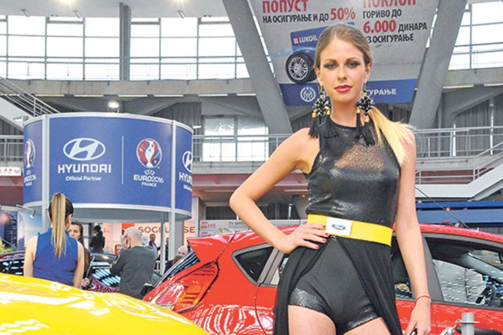 HOSTESE SKUPLJAJU VIZITKARTE: Nova muška taktika na Sajmu automobila!