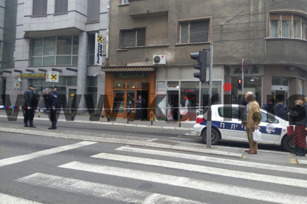 (KURIR TV) SNIMAK SA LICA MESTA: Policija obezbeđuje Petkovićevu pekaru u kojoj se razneo muškarac