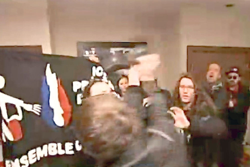 HAOS: Čuvari Le Penove tukli demonstrante