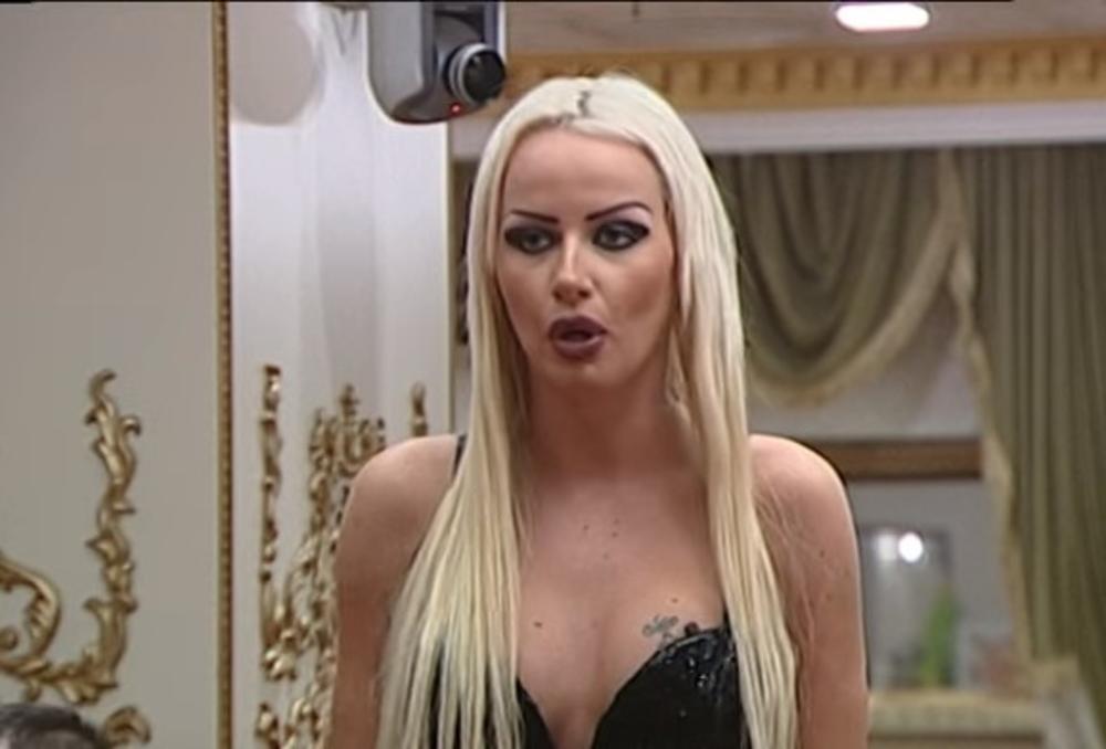 ATINA FERARI RASKRINKALA MARIJU TAKSI: Laž je da je ušla u rijaliti zbog deteta!