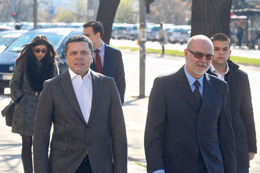Ispred suda... Milo Đurašković sa advokatom Zoranom Ateljevićem