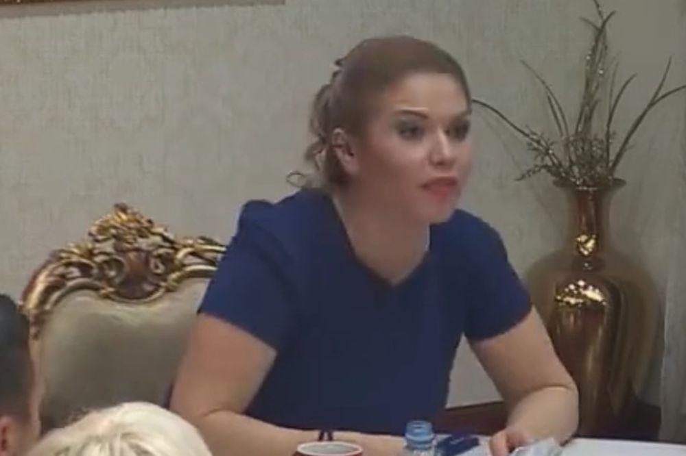 (VIDEO) POTPUNO IZGUBILA KONTROLU: Voditeljka Parova iznervirana napustila emisiju uživo!