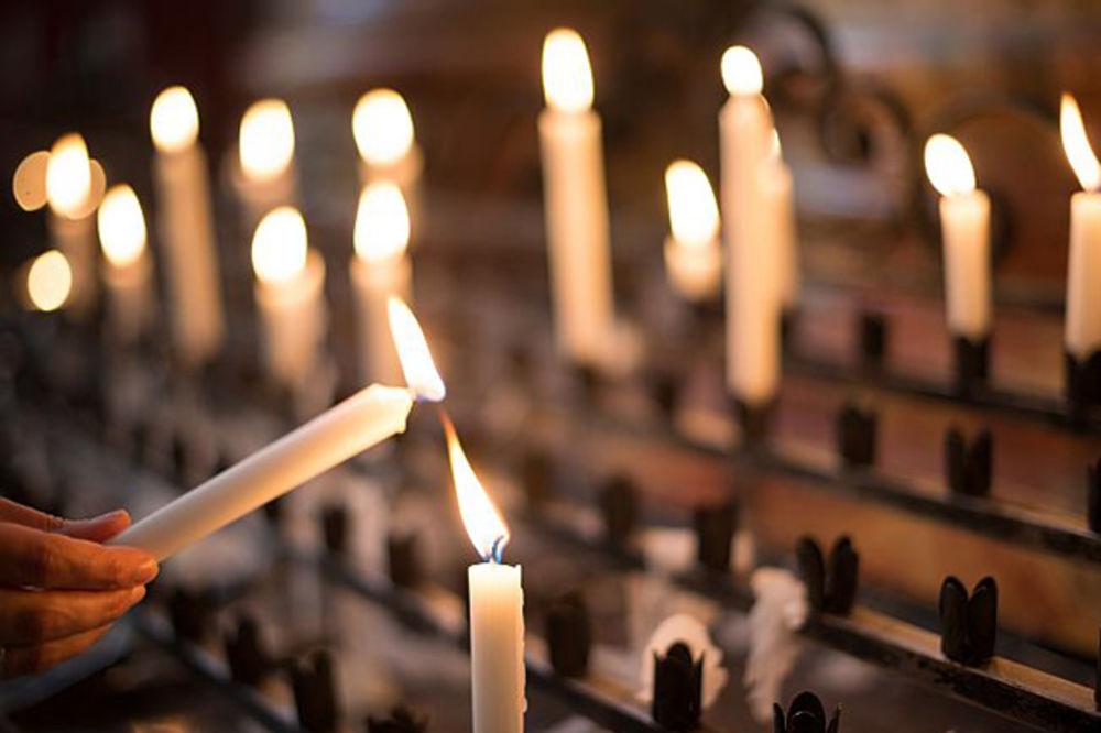 BOŽJE ČUDO U SRBIJI: Sveće se SAME ZAPALILE na Veliku Gospojinu!