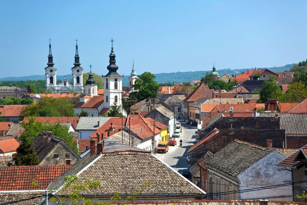 Napad na kuću članova izbornih komisija i tela u Sremskim Karlovcima