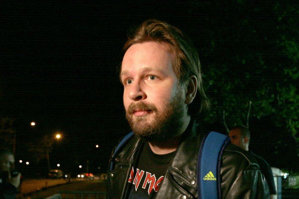 INCIDENT NA BANOVOM BRDU: Pijani Skaj Vikler vikao ispred štanda DS