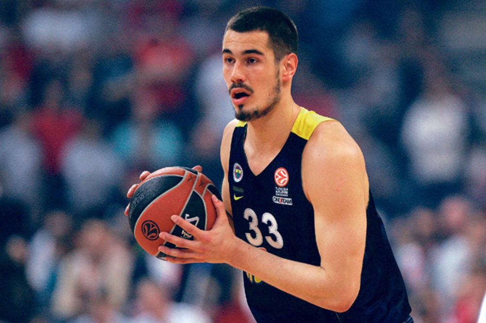 TURCI BESNI NA KALINIĆA: Srpski košarkaš nepromišljenim gestom sebi napravio problem!