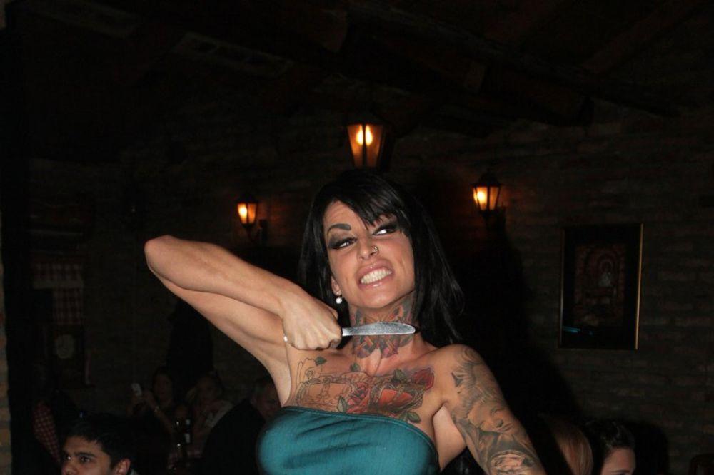 JELENA KRUNIĆ JE BILA MUŠKO? Tetovaža na vratu krije istinu!