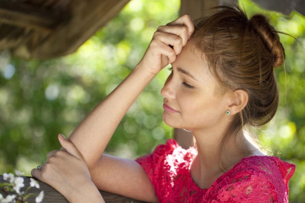 I najupornija migrena nestaje za nekoliko minuta: Hitna pomoć od tri sastojka! (RECEPT, VIDEO)