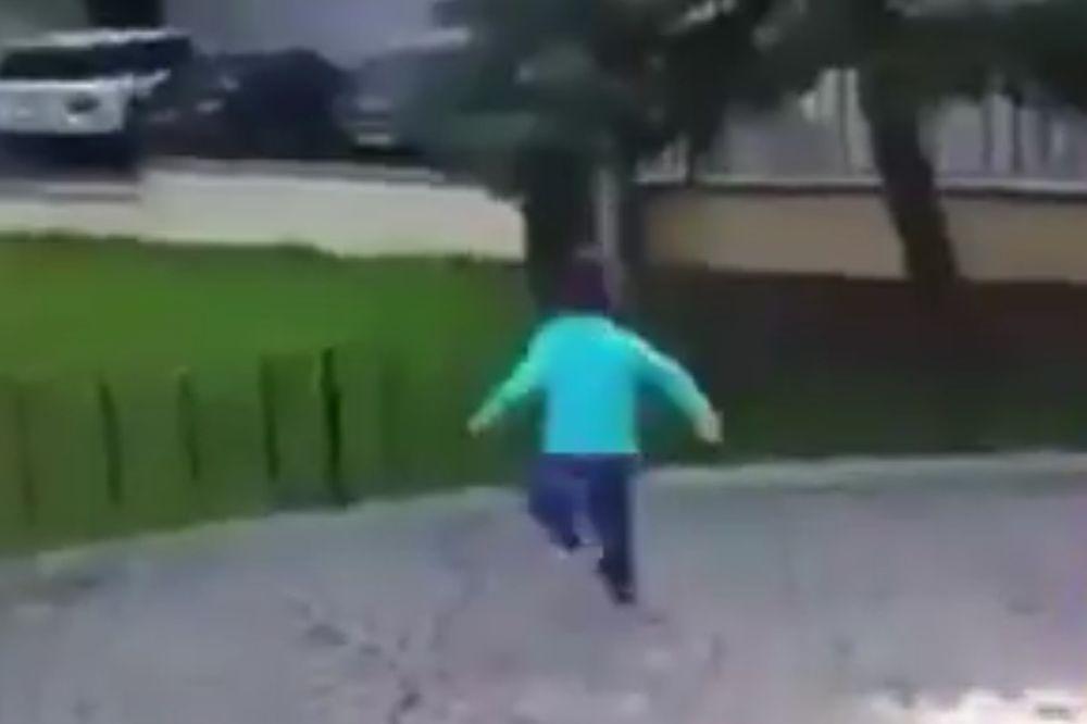 BOLESNA APRILSKA ŠALA: Sirijskom dečaku rekli da počinje bombardovanje, pa se smejali kad je paničio