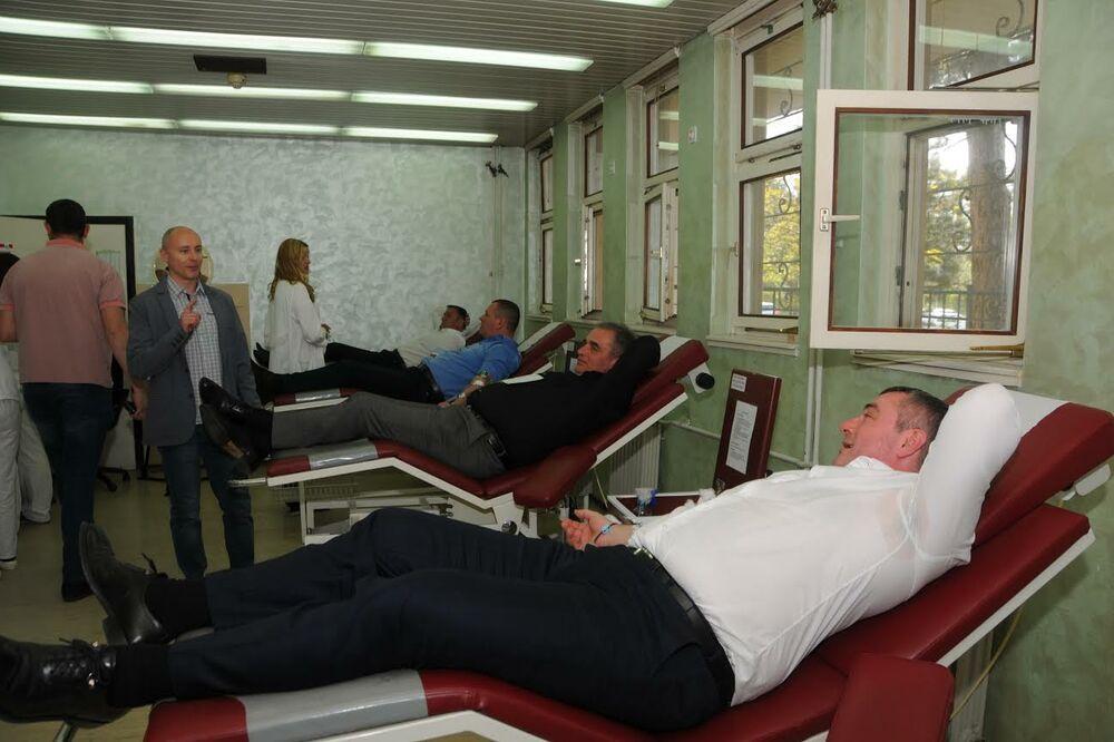 HUMANOST NA PRAVI NAČIN: Socijalisti Gradskog i Pokrajinskog odbora dali krv