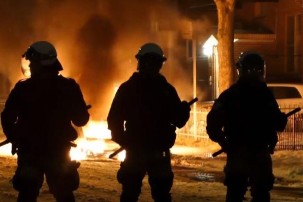 (VIDEO) HAOS NA ULICAMA MONTREALA: Zapaljeno nekoliko vozila, napadnuta policijska stanica!