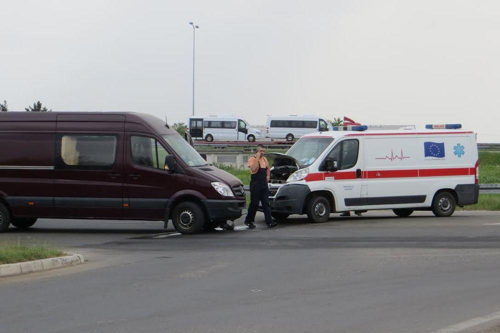 PACIJENTA PREUZELA NIŠKA EKIPA: Aleksinačka Hitna pomoć doživela udes