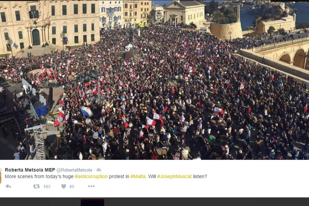 (VIDEO) HILJADE NA ULICAMA ZBOG AFERE PANAMA: Opozicija na Malti traži ostavku premijera