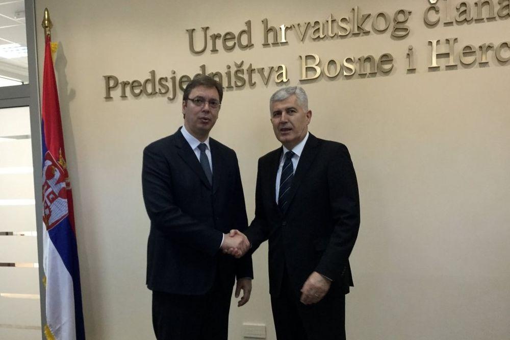 OBIŠLI GRADNJU BEOGRADA NA VODI: Vučić i Čović prošetali savskom promenadom