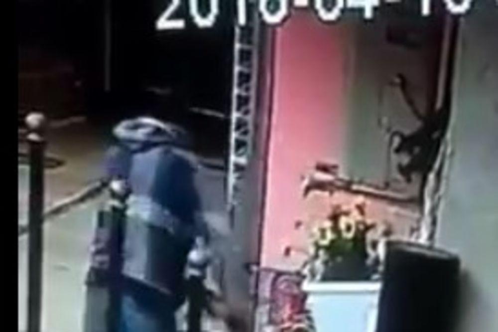 (VIDEO) KOME JE NESTAO DEČIJI BICIKL: Sigurnosne kamere snimile krađu u centru Obrenovca