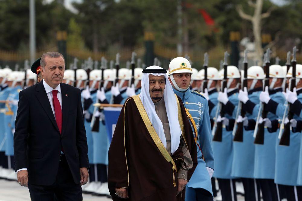 (VIDEO) OVO MORATE DA VIDITE: Erdogan dočekao saudijskog kralja uz zvuke ruskog vojnog marša!
