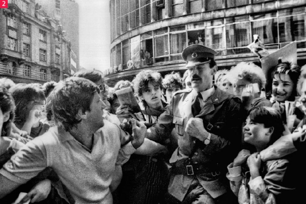 Nikad se u SFRJ nije toliko vrištalo kao pred dolazak Plavog orkestra