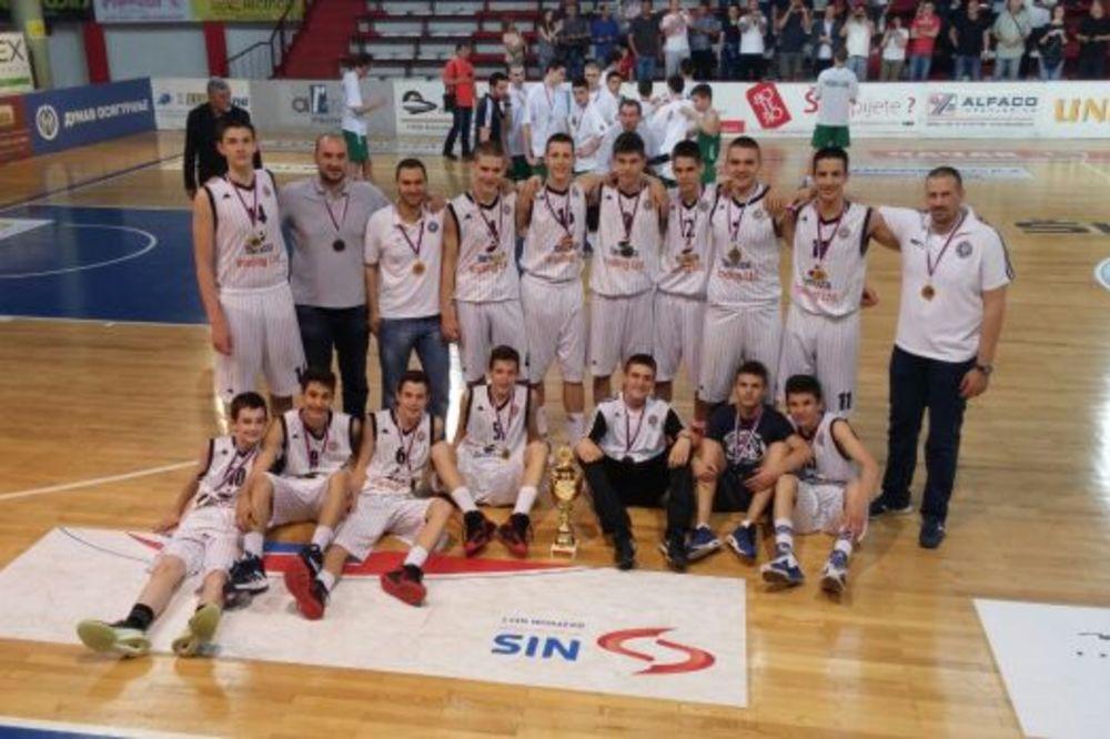 (VIDEO) NE MORAJU DA BRINU ZA BUDUĆNOST: Pioniri Partizana šampioni Srbije