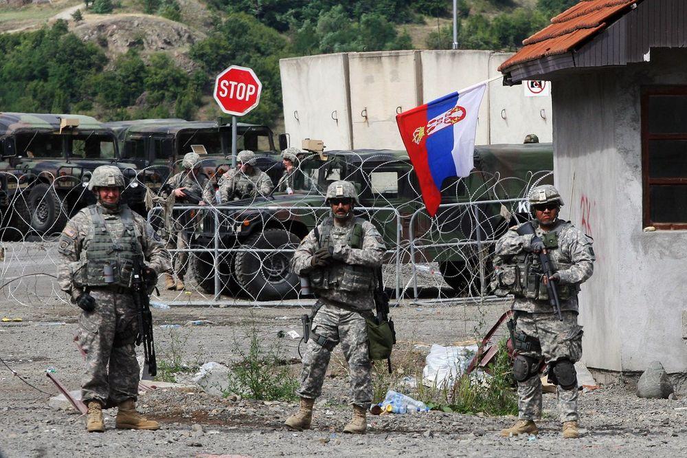 BLOKADA ZBOG LIČNIH KARATA: Srbi zaustavili saobraćaj na Jarinju na sat vremena