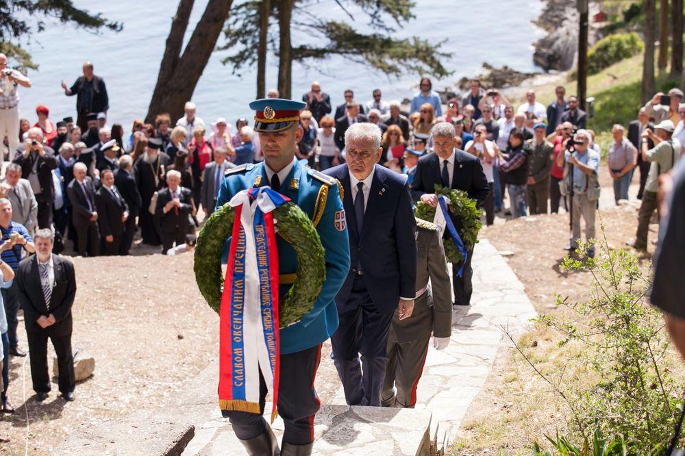 (FOTO) PREDSEDNIK OPET BRILJIRA: U govoru na Krfu pomešao dva svetska rata?!