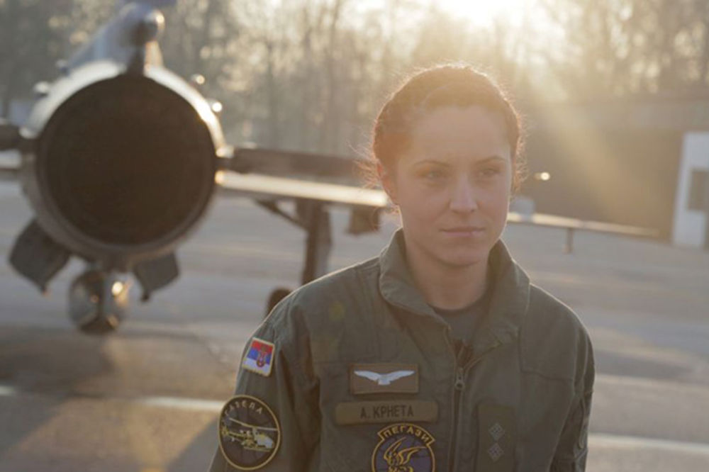 (VIDEO) Gospodarica srpskog neba: Anja Krneta je jedina žena pilot u Vojsci Srbije