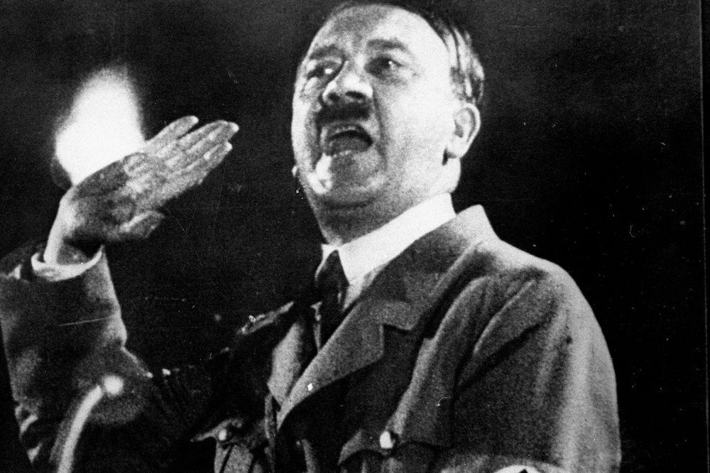 LUDI DIKTATOR: Prvi put otkriveni tajni medicinski spisi o Adolfu Hitleru! Evo šta su otkrili..